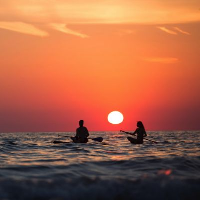 couple-sunset-ocean